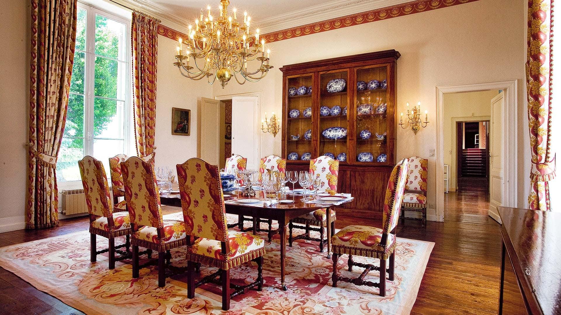 інтер'єр-с-антикварної-меблями