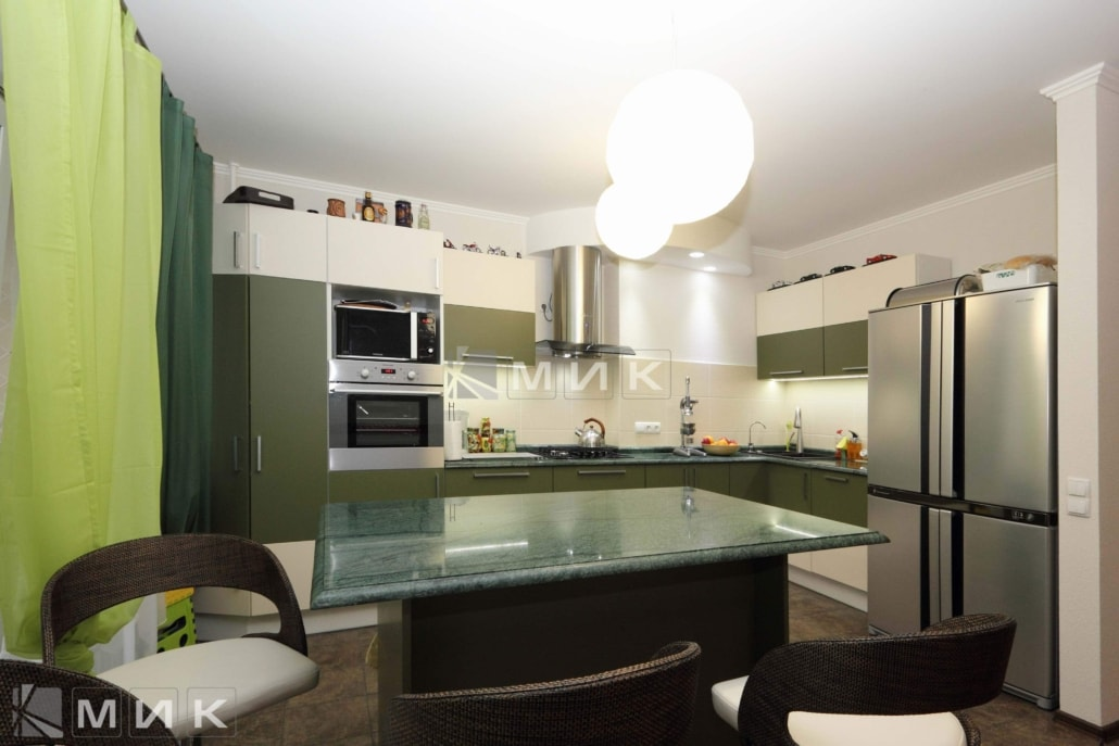 Кухня-студия-двухцветная-4021