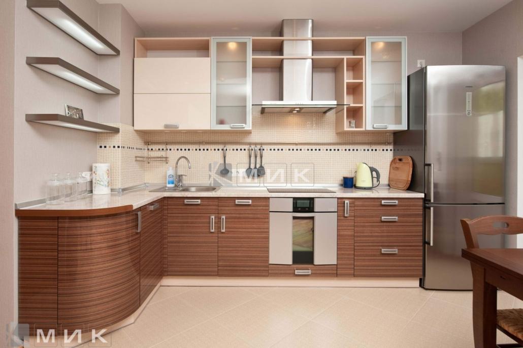 Кухня-студия-с-гнутыми-фасадами-4026