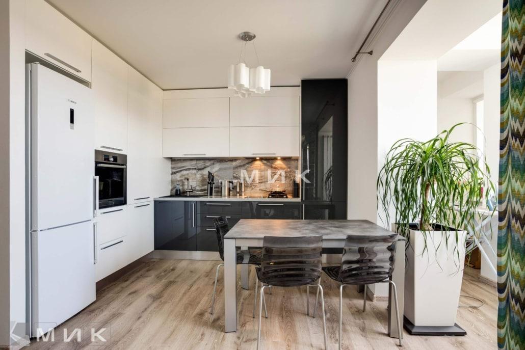 Кухня-студия-черно-белая-4037