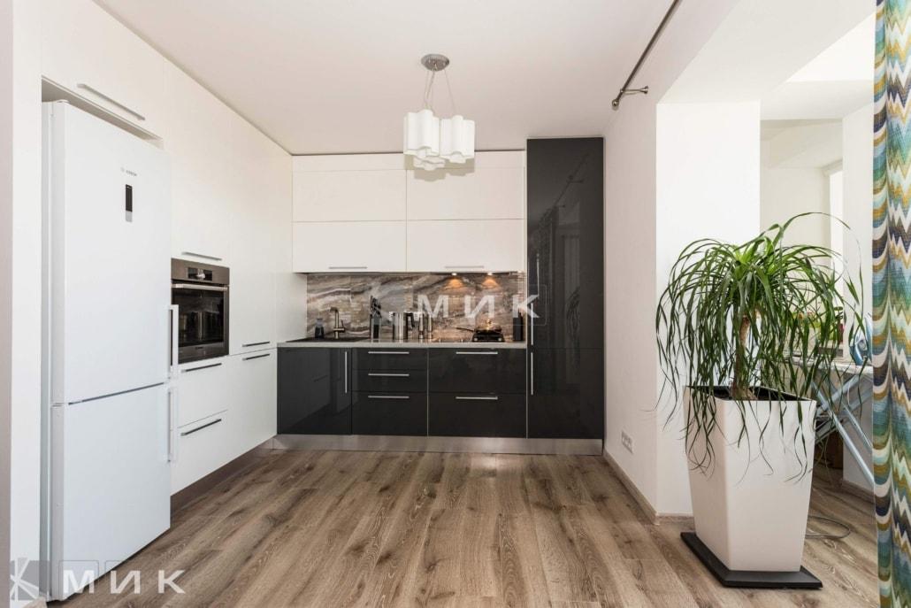Кухня-студия-черно-белая-4038