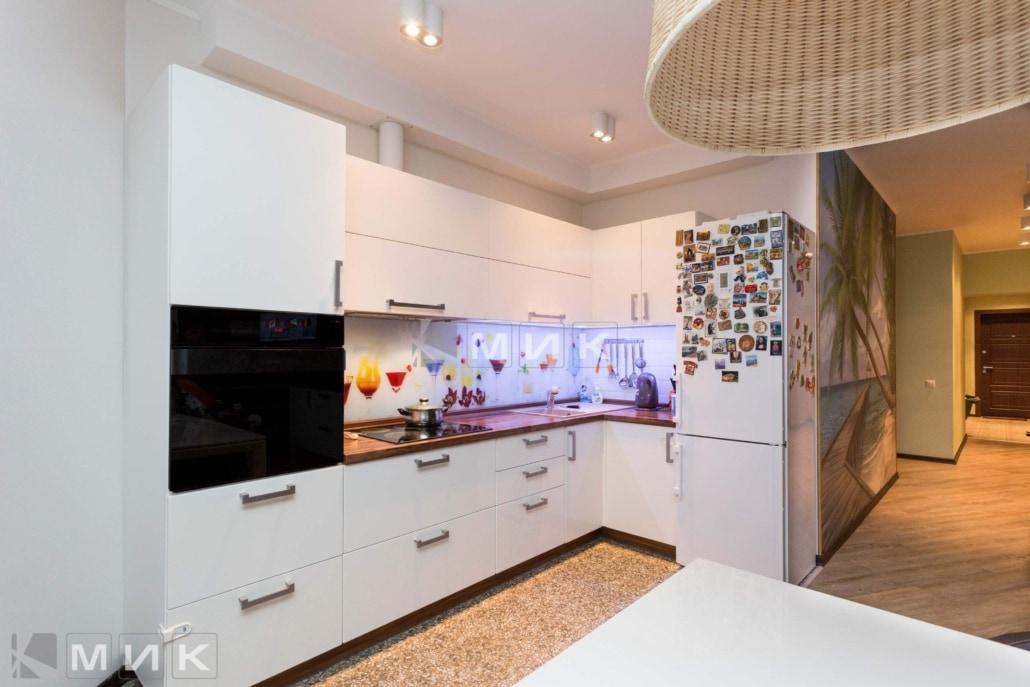 Кухня-студия-дизайн-от-MIK-белая-4046