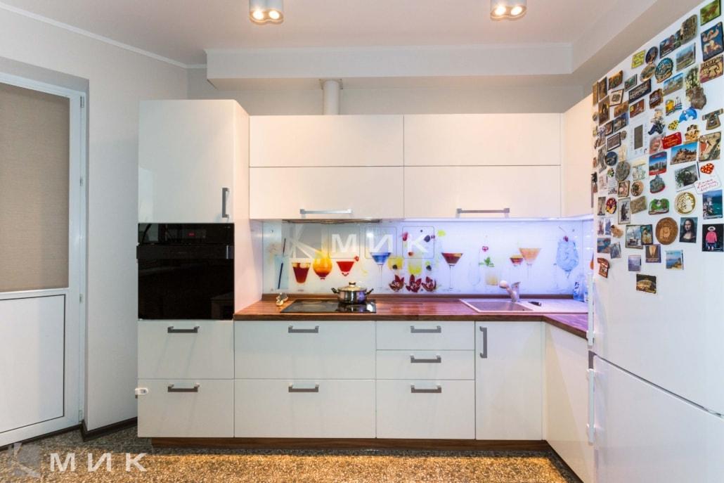 Кухня-студия-дизайн-от-MIK-белая-4047
