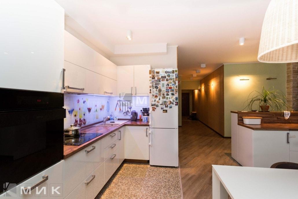 Кухня-студия-дизайн-от-MIK-белая-4048