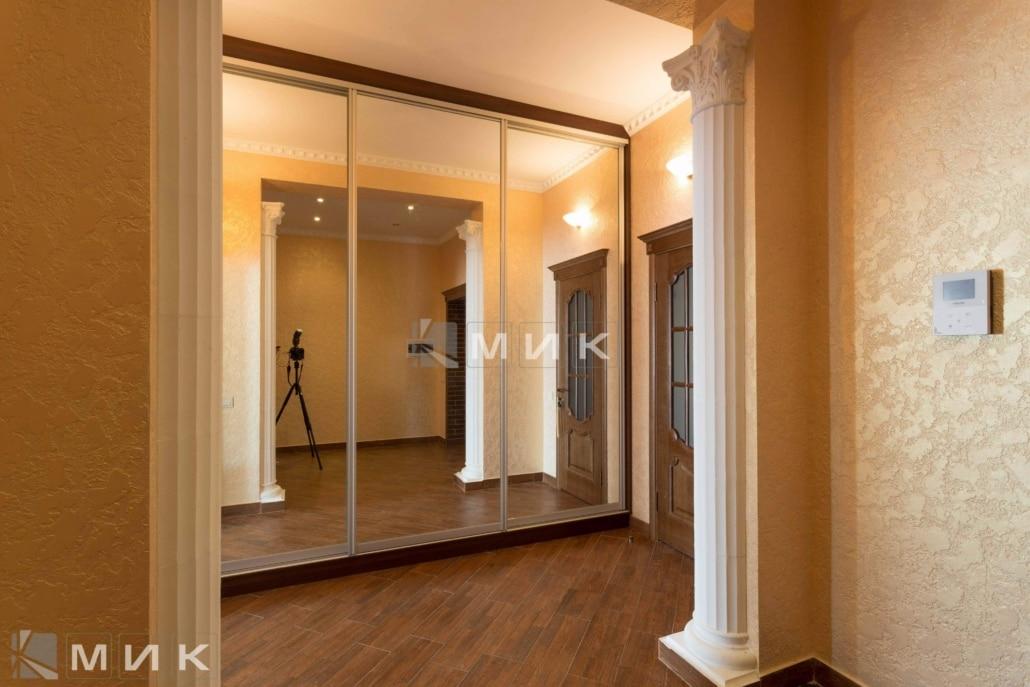 Встроенный-шкаф-купе-в-классическом дизайне-зеркальный-112