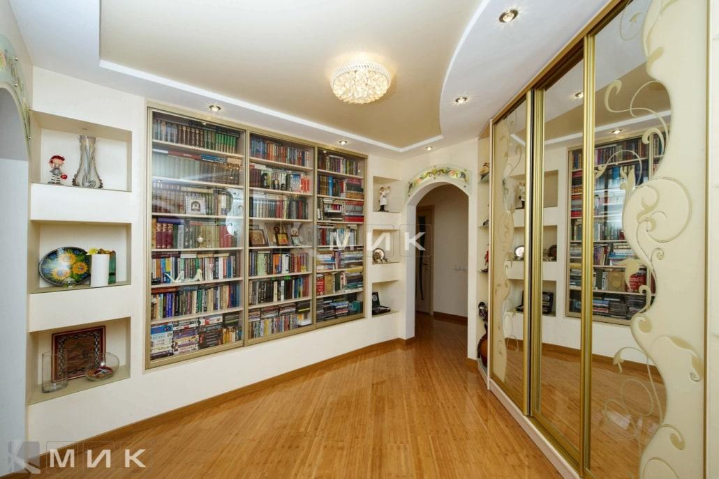 Встроенный-шкаф-для-книг-127
