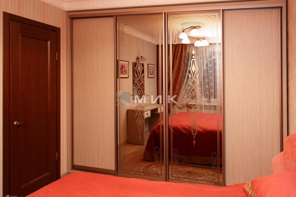 Встроенный-шкаф-купе-в-классическом-стиле-для-спальни-139