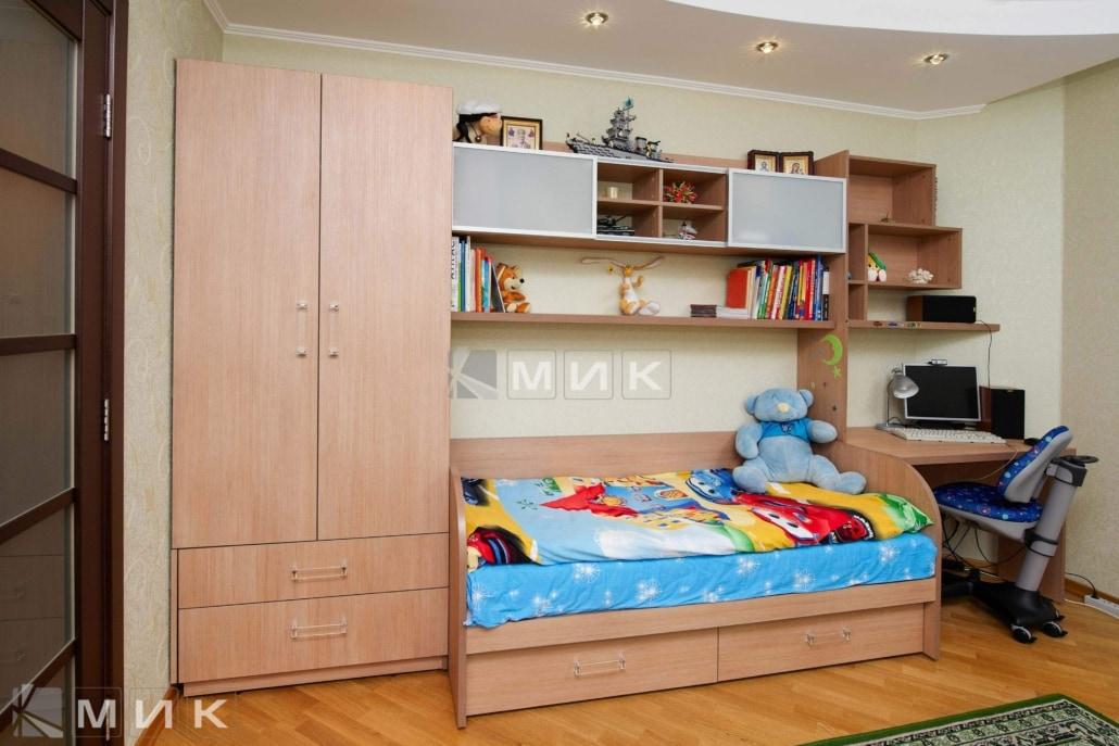 Компьютерной-стол-с-кроватью-и-шкафом-123