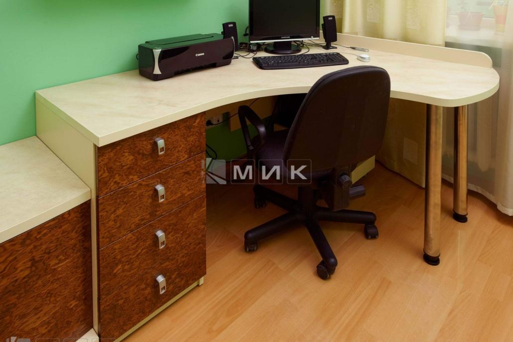 Компьютерной-стол-кореница-124