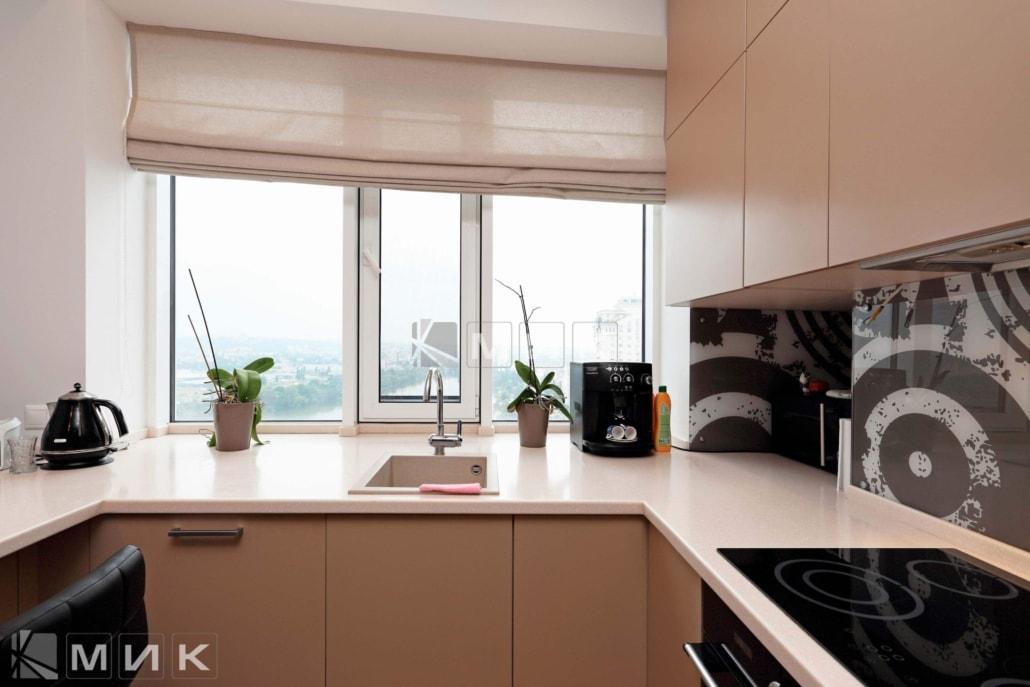 Кухня-студия-бежевая-4004