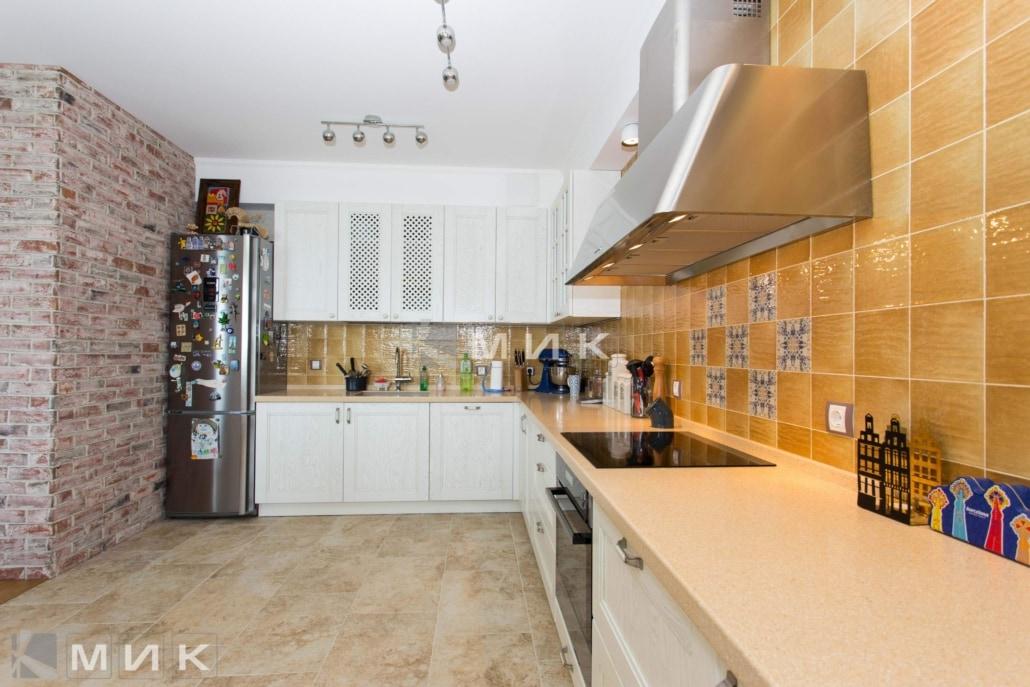 Кухня-студия-в-классическом-стиле-4013
