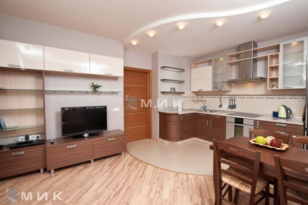 Кухня-студия-с-гнутыми-фасадами-4025