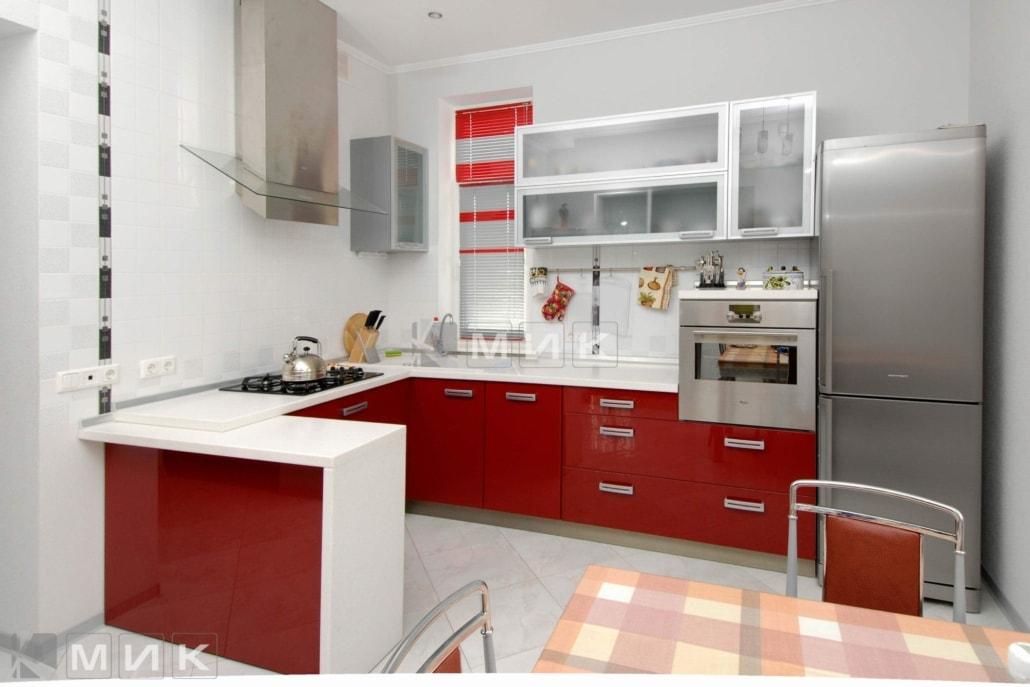 Кухня-студия-в-красном-цвете-4032
