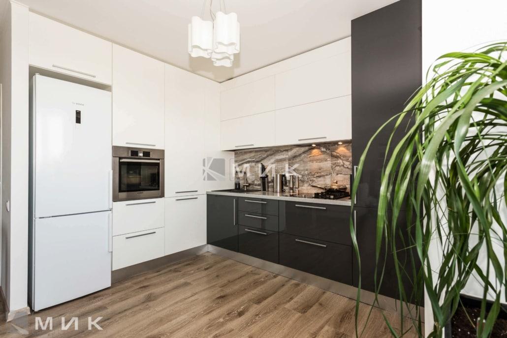 Кухня-студия-черно-белая-4039