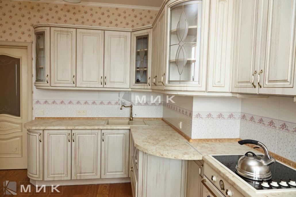 МДФ-кухня-классическая-в-светлых-тонах-6050