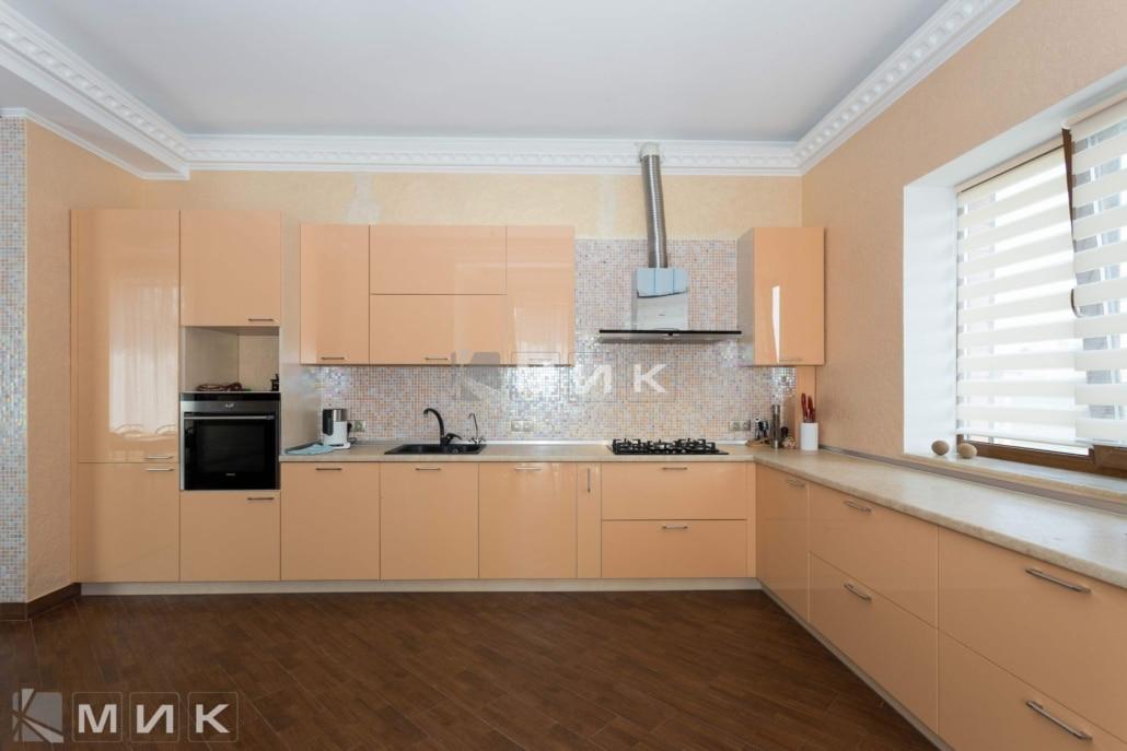 МДФ-кухня-в-кремовом-цвете-6057