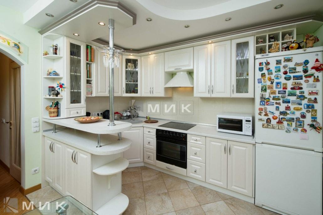кухня-из-МДФ-с-барной-стойкой-6072