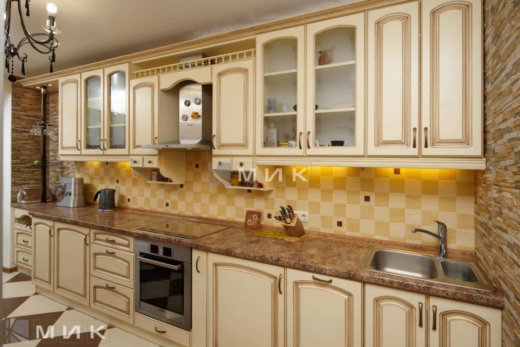 классическая-кухня-из-МДФ-в-бежевом-цвете-6074