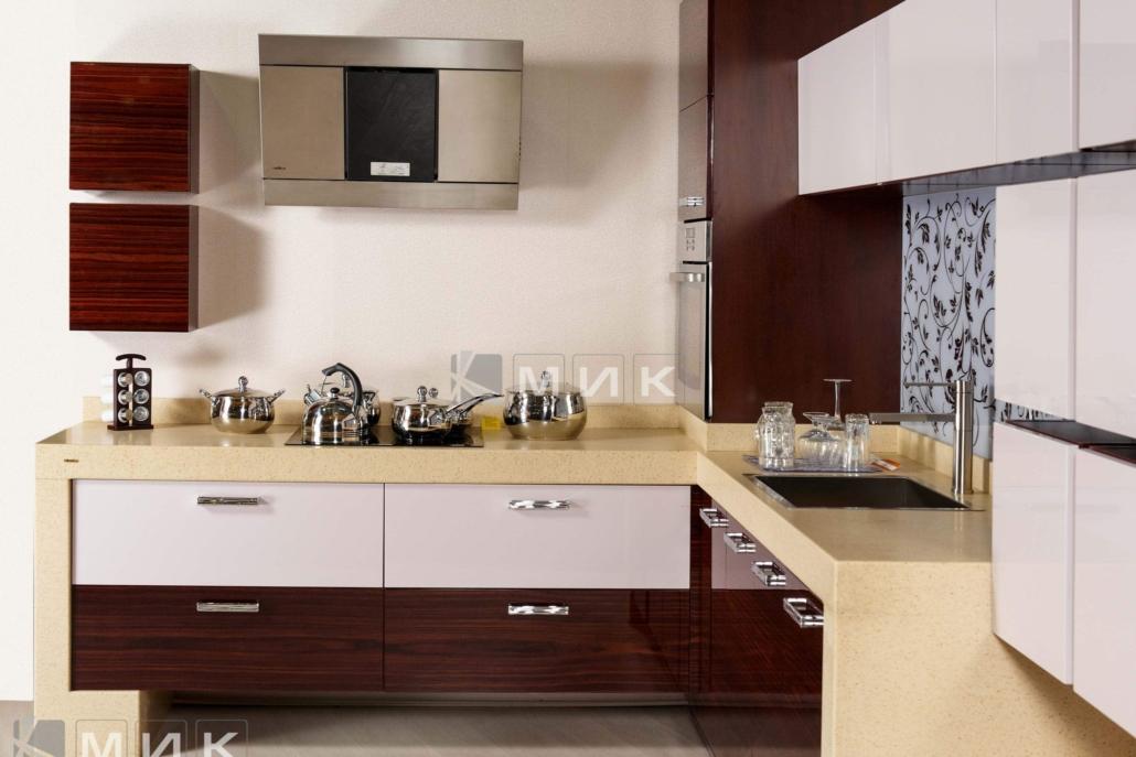классическая-кухня-из-МДФ-с-каменной-столешней-6076