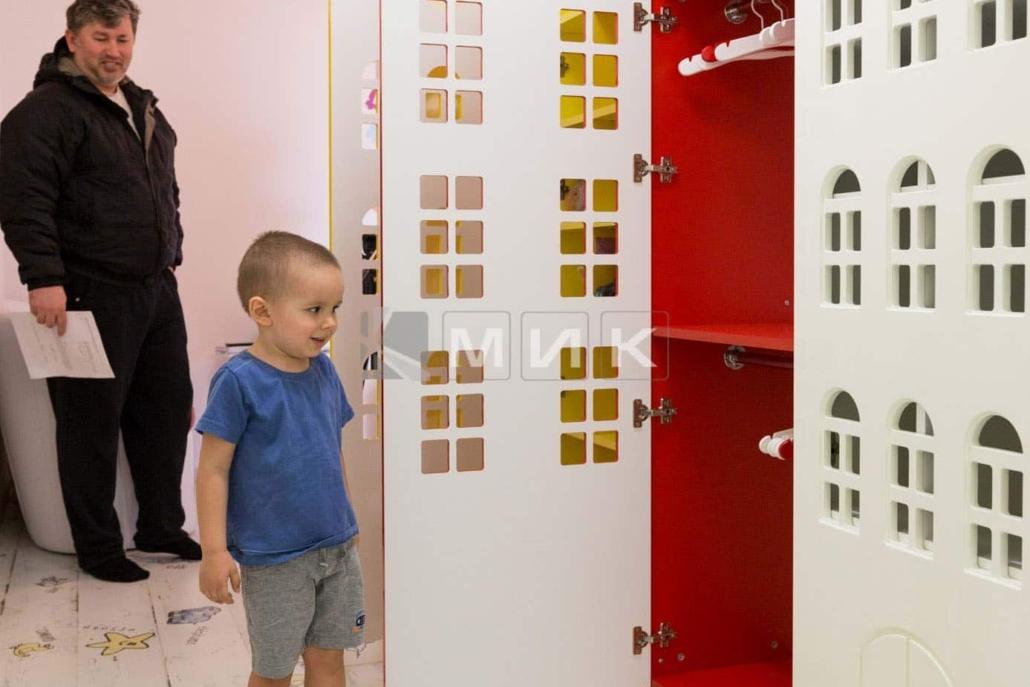 шкафы-для-одежды-домики-105
