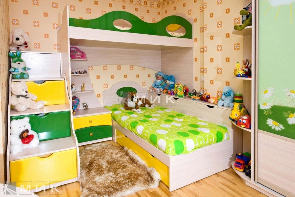 двухъярусная-кровать-в-зелено-желтом-цвете-107