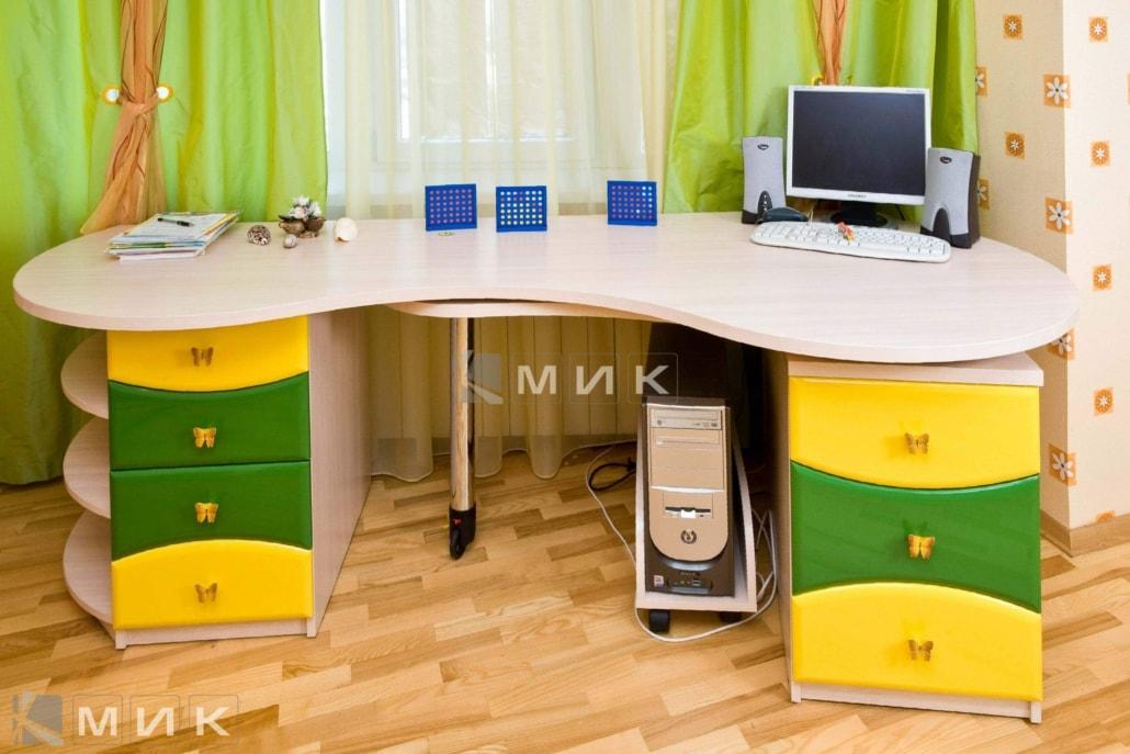 компьютерный-стол-в-детскую-в-зелено-желтом-цвете-108
