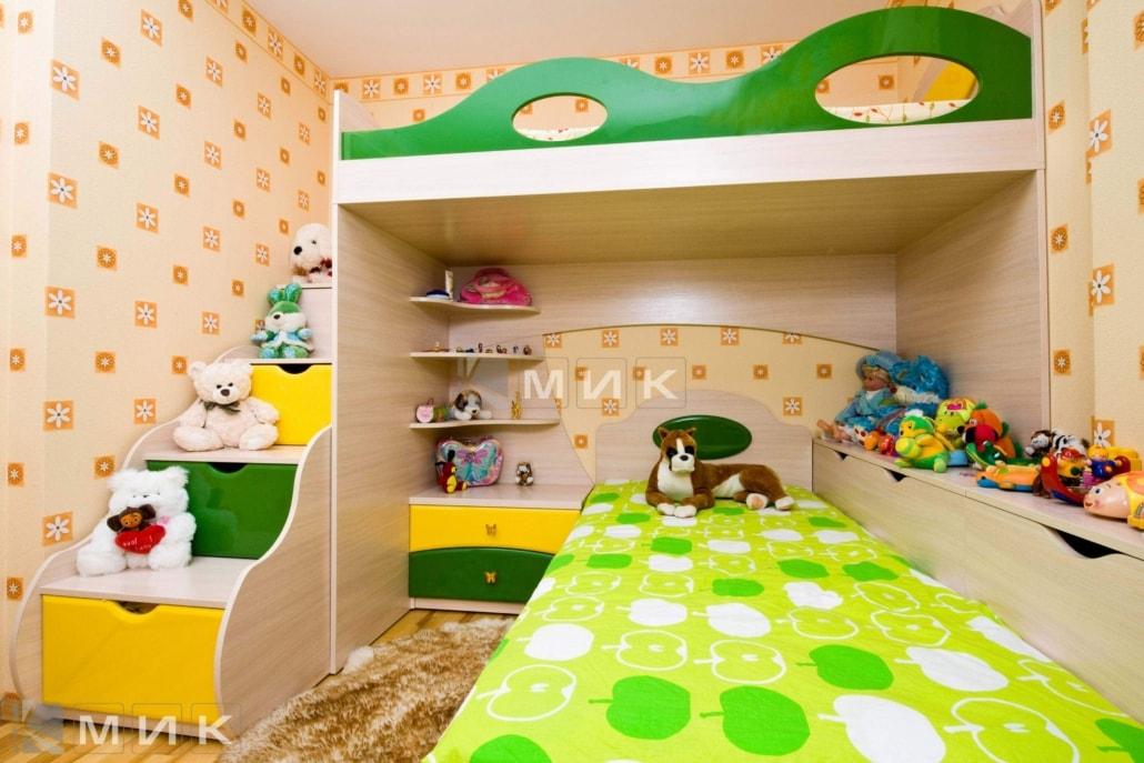 двухъярусная-кровать-в-зелено-желтом-цвете-109