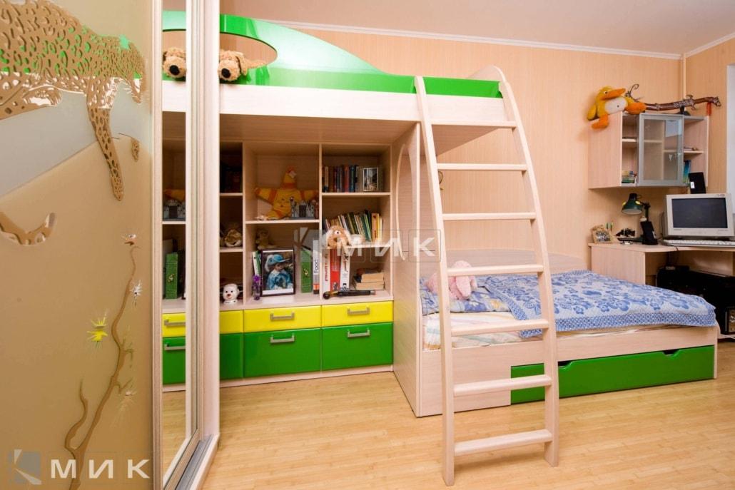 двухъярусная-кровать-с-лестницей-124