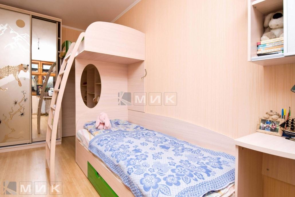 двухъярусная-кровать-с-лестницей-125