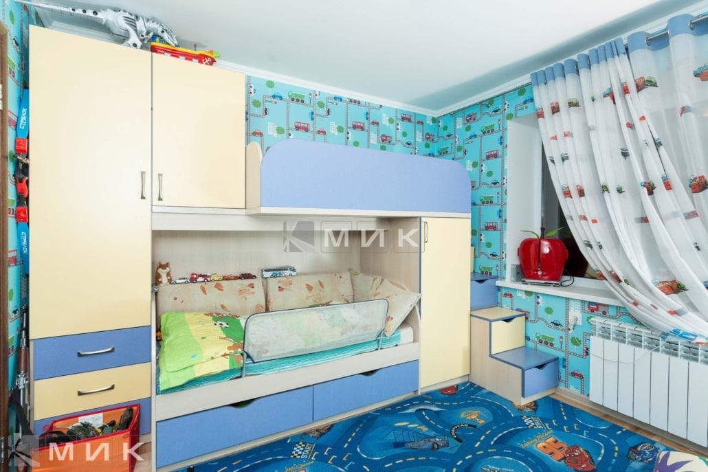 двухъярусная-кровать-со-шкафом-в-детскую-129