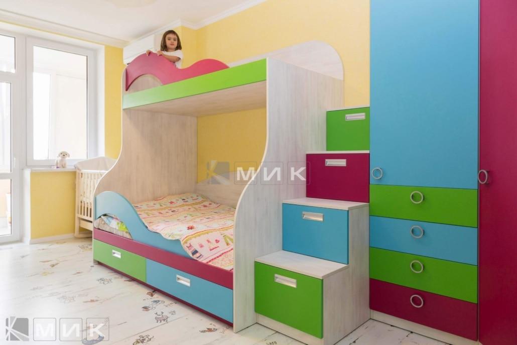 двухъярусная-кровать-разноцветная-142