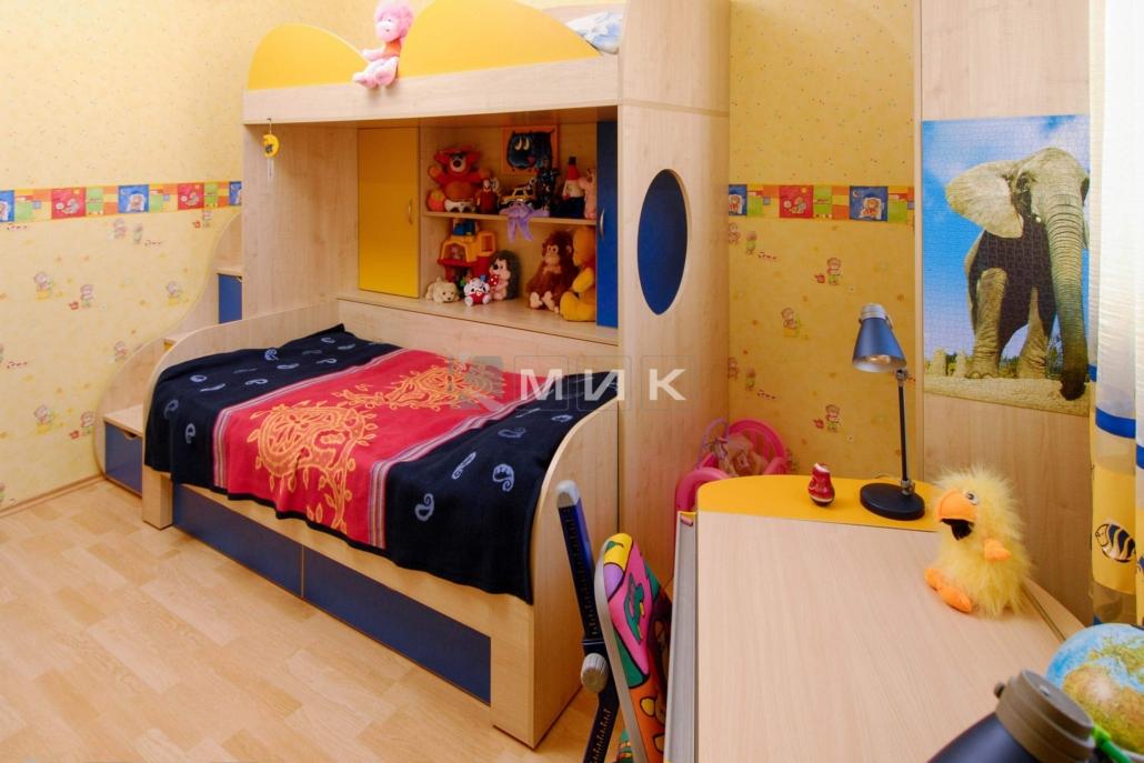 двухъярусная-кровать-сине-желтая-153