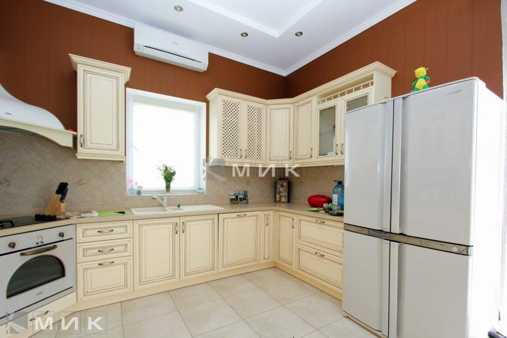 большая-классическая-кухня-3027