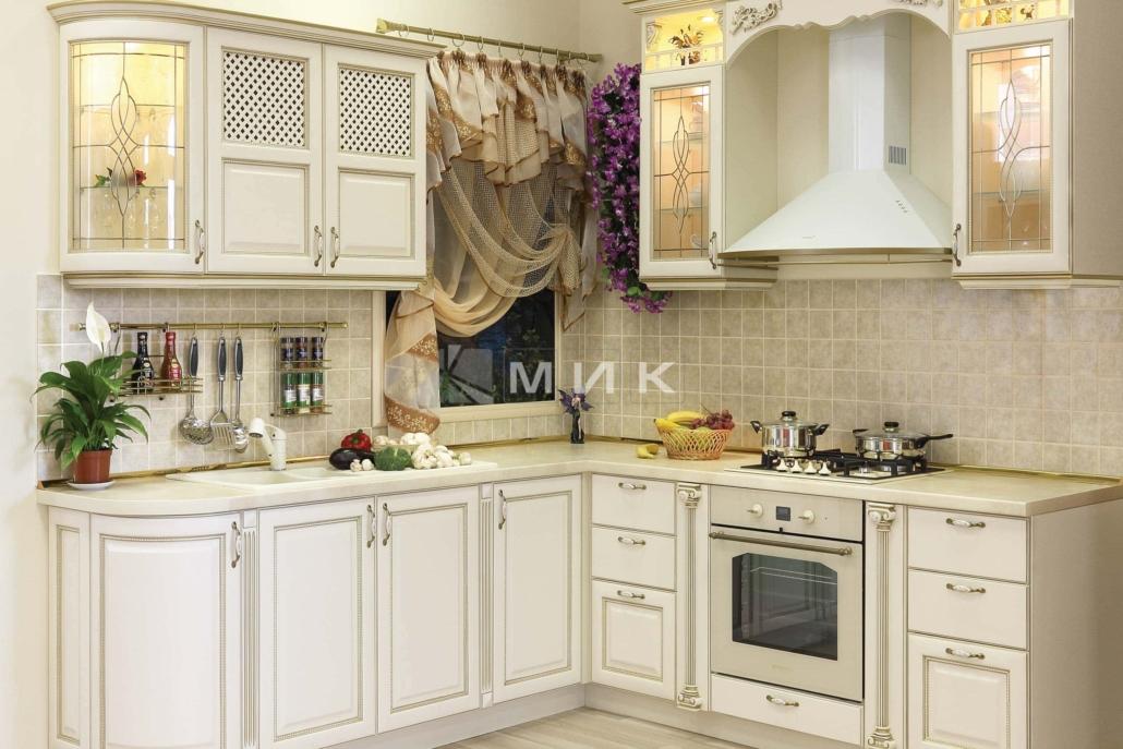 классическая-кухня-из-дерева-угловая-3039