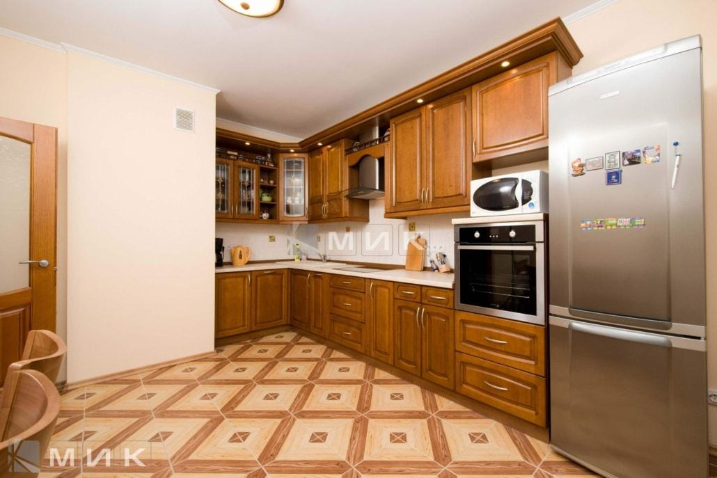 классическая-кухня-из-дерева-угловая-от-производителя-3043