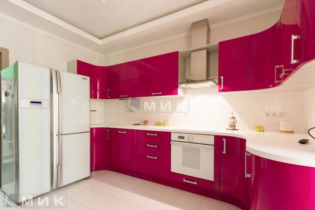 красивая-кухня-гнутая-в малиновом-цвете-7001
