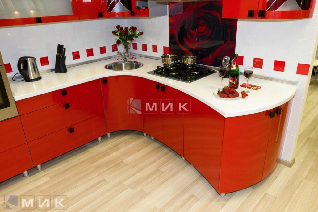 красивая-кухня-гнутая-в-красном-цвете-7005