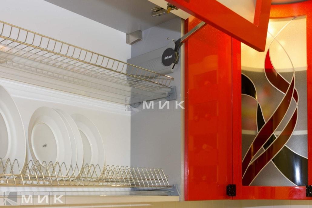 красивая-кухня-гнутая-в-красном-цвете-7007