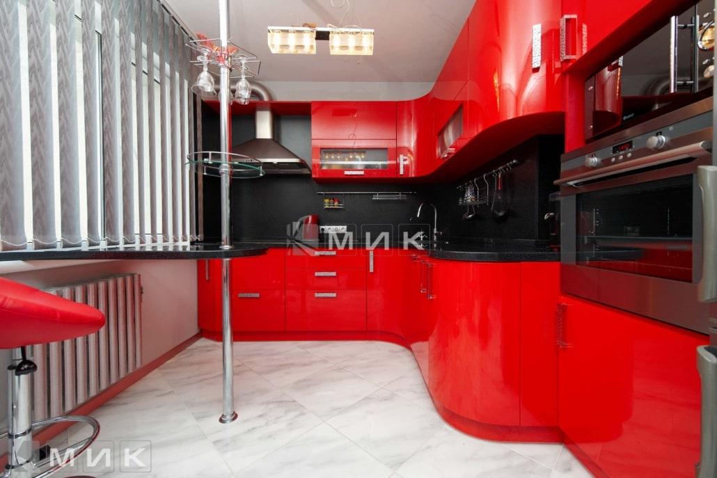 красивая-красная-кухня-гнутая-7020