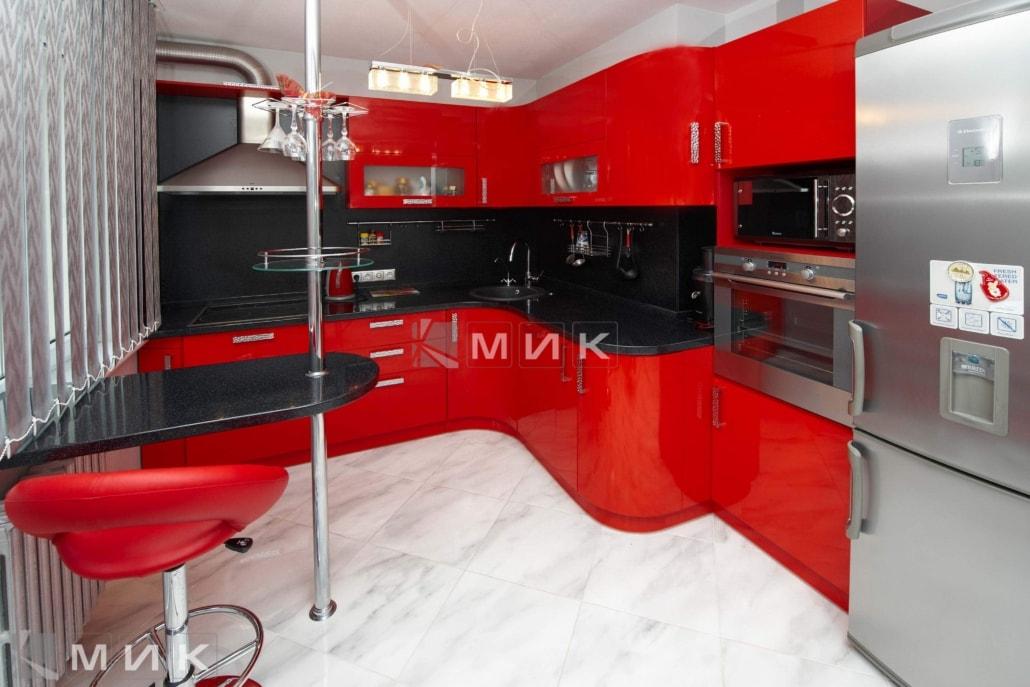 красивая-красная-кухня-гнутая-7021