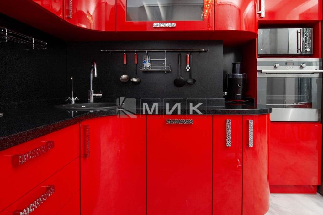 красивая-красная-кухня-гнутая-7022
