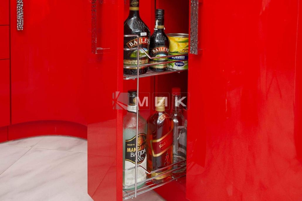 красивая-красная-кухня-гнутая-7024