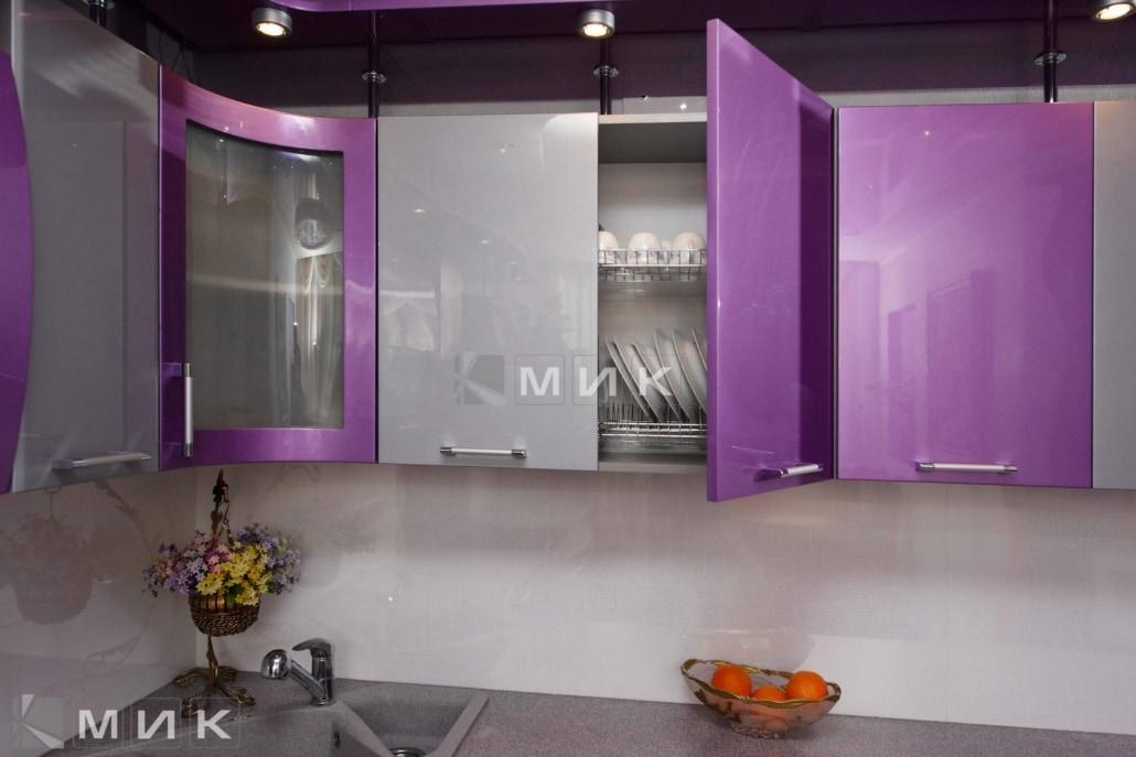 красивая-сиреневая-гнутая-кухня-7030