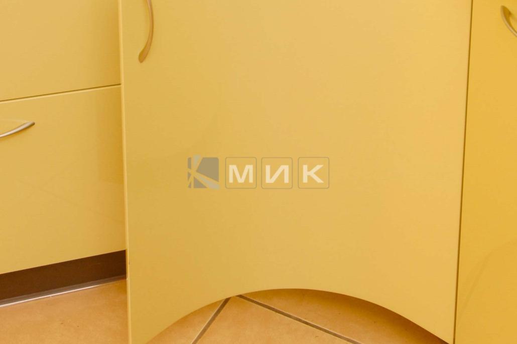 красивая-гнутая-кухня-в-желтом-цвете-7037