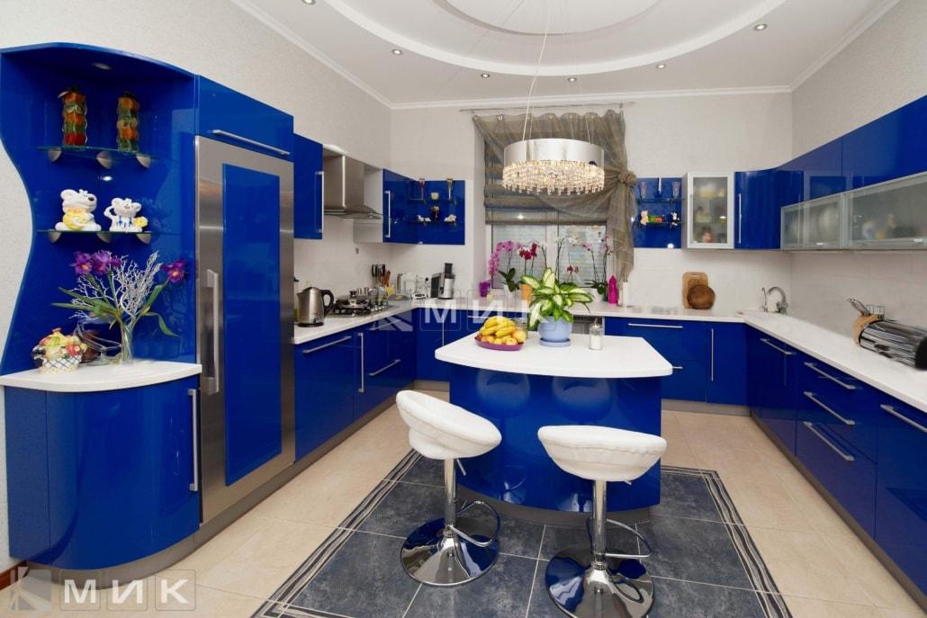 синяя-красивая-кухня-гнутая-7040