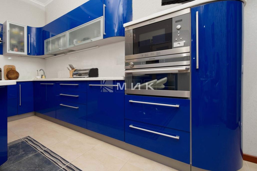 синяя-красивая-кухня-гнутая-7042