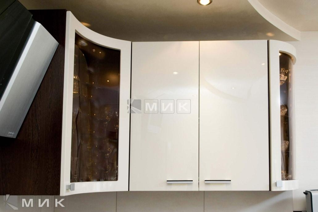 белая-красивая-кухня-гнутая-7052