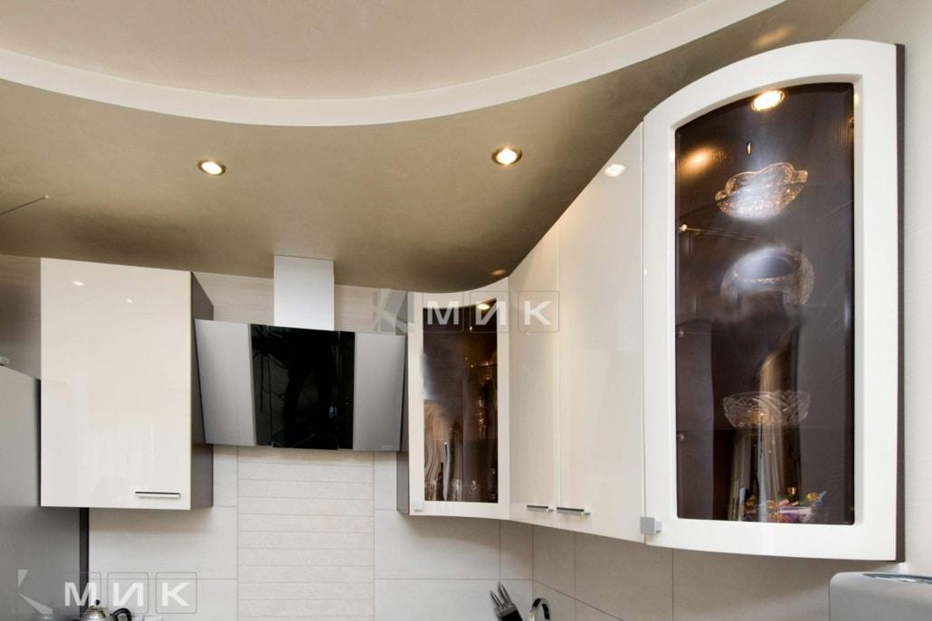 белая-красивая-кухня-гнутая-7053