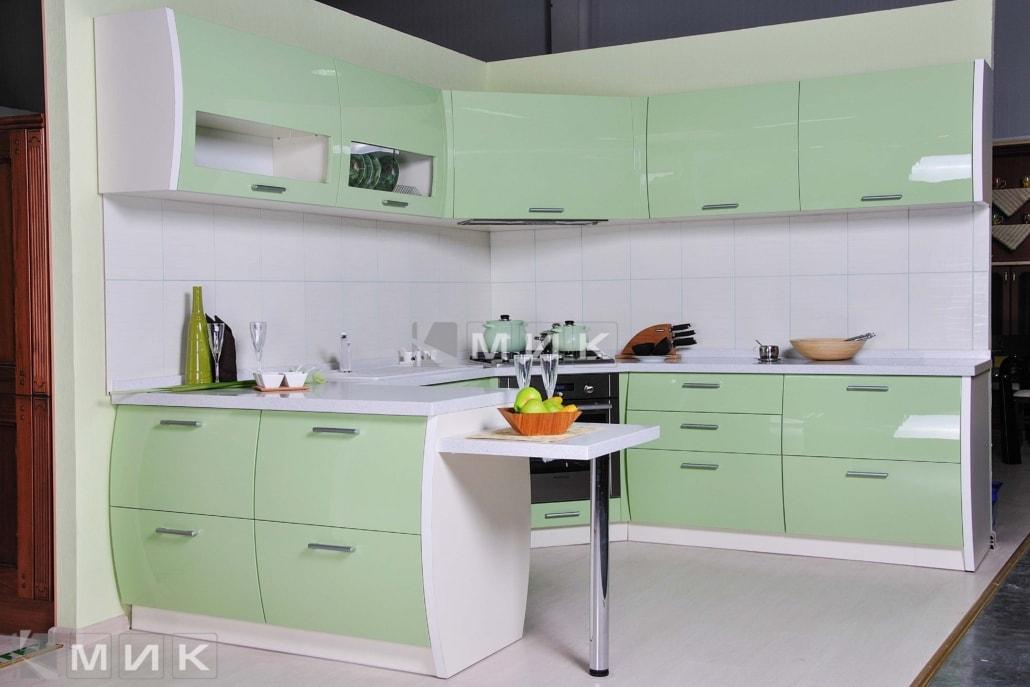 красивая-кухня-гнутая-в-зеленом-цвете-7055