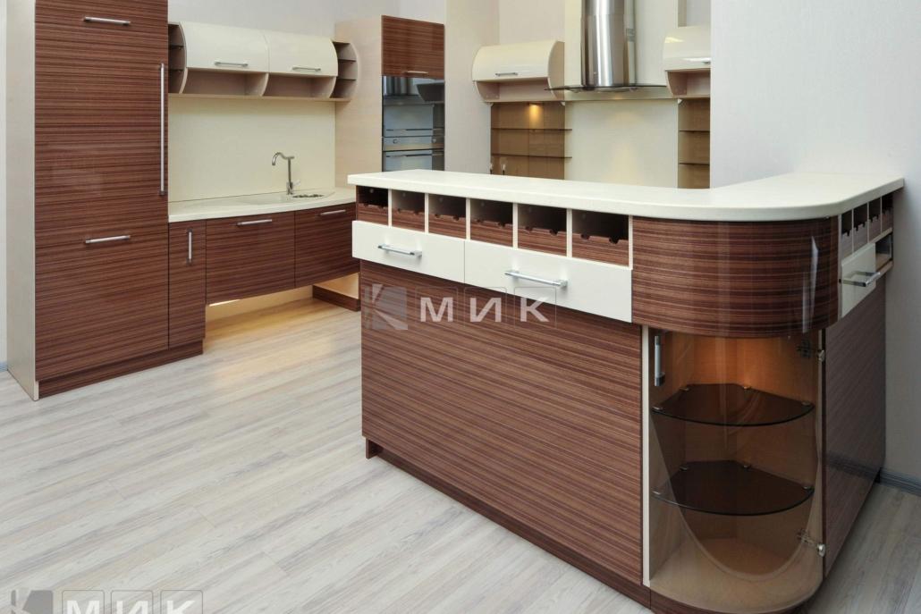 красивая-шпонированная-гнутая-кухня-от-MIK-7066